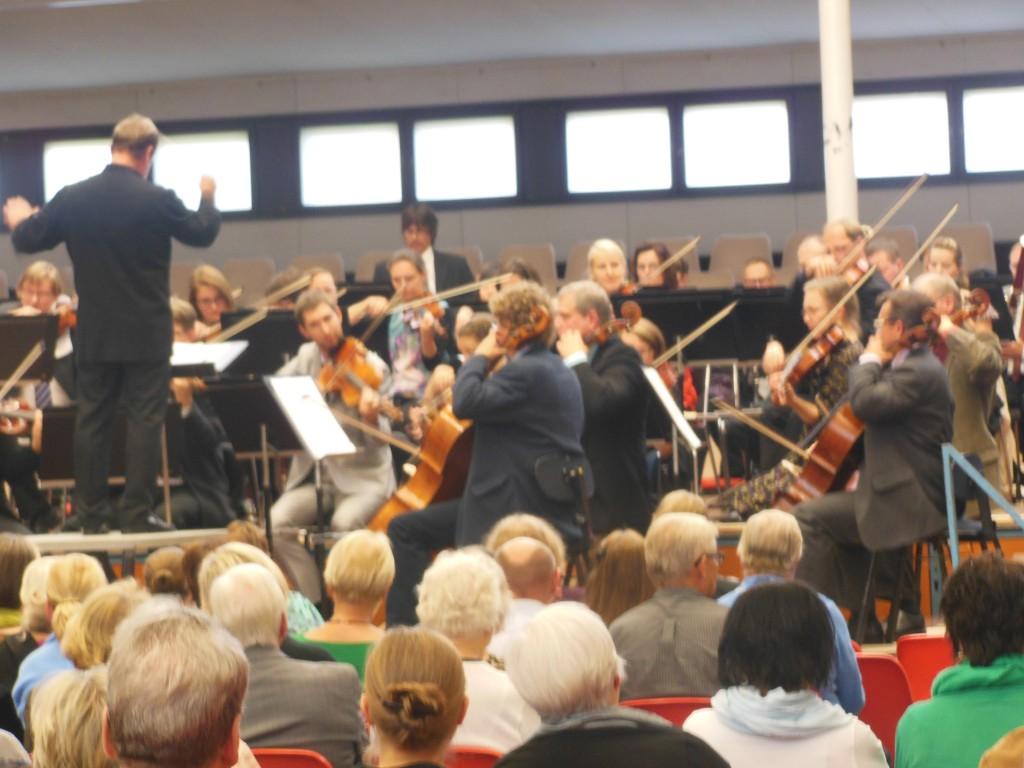 Sibeliuksen syksyn yllätyskonsertti Hämeenkaaressa. Sinfonia Lahti ja Okko Kamu.