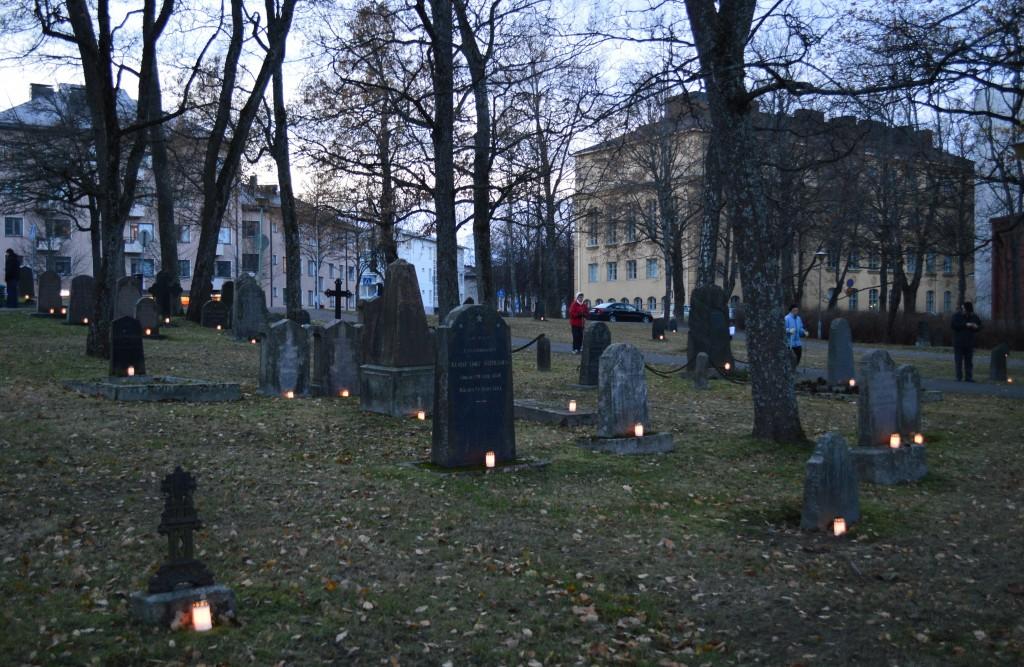 Vanha hautausmaa Pyhäinpäivänä 2014